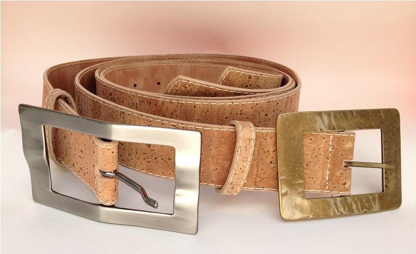 Carteiras, mochilas, capinhas de celular… A marca que vende apenas produtos veganos feitos de cortiça (e à mão!)