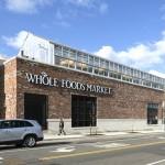 Supermercado mantém estufa no telhado para vender alimentos frescos aos clientes