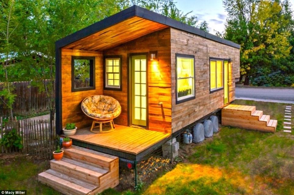 Com casa hipotecada, arquiteta constrói moradia sustentável de 18 m² para viver