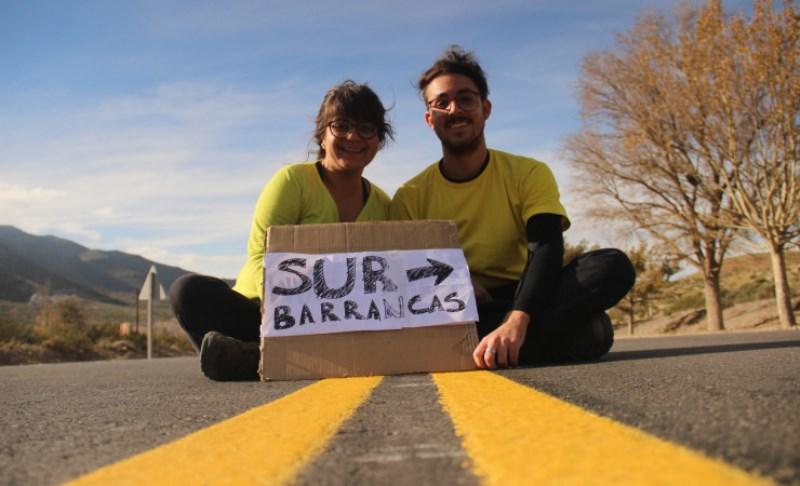 O casal que viaja a América fazendo trabalho voluntário