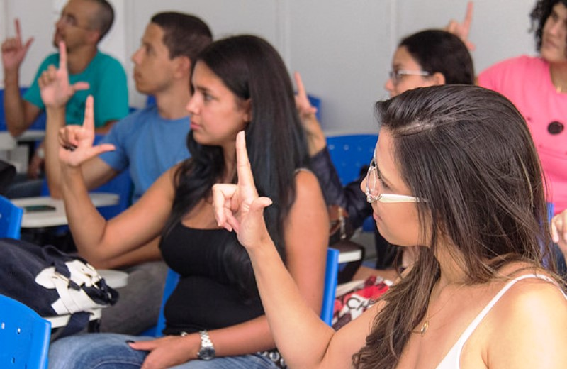 Ensino de Libras pode se tornar obrigatório nas escolas