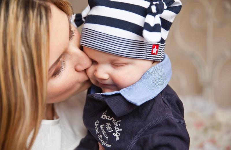 É lei! Mães podem registrar filhos no cartório sozinhas