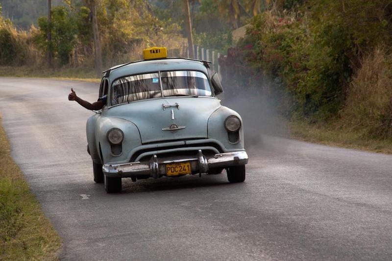 Forma como carros são dirigidos influencia na quantidade de poluição emitida por eles