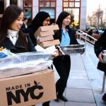 Grupo de jovens se une para distribuir aos sem-teto comida que seria desperdiçada por restaurantes