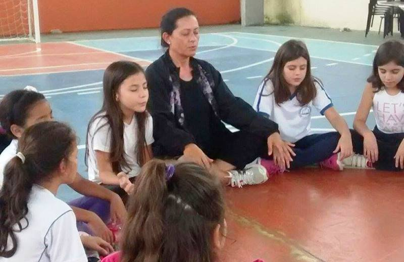 Escola de Florianópolis incorpora meditação às aulas de Educação Física