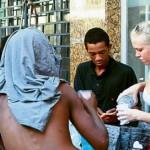 A canadense que veio para o Brasil ensinar inglês a moradores de rua