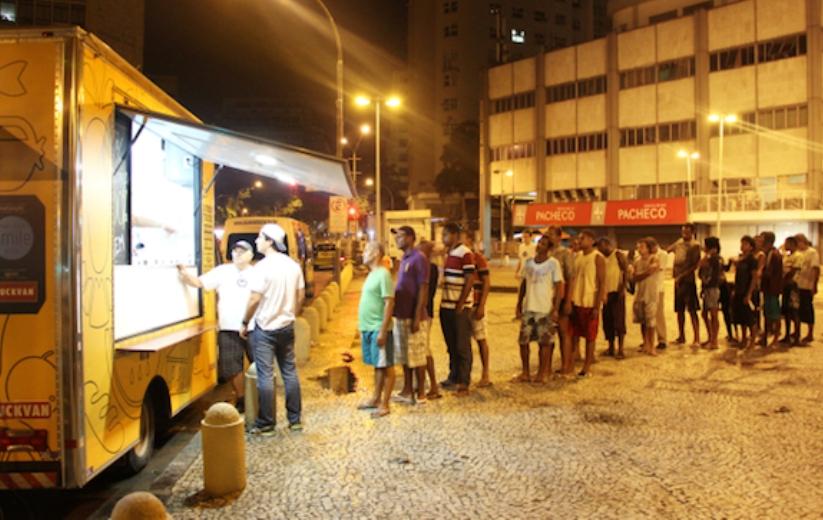 No RJ, food truck prepara refeições para sem-teto com alimentos (bons!) que iriam para o lixo
