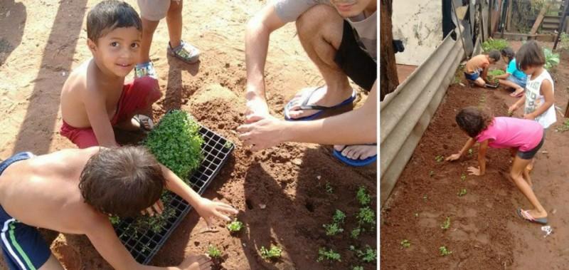 Moradores de favela se unem para cultivar horta comunitária e gastar menos com alimentação