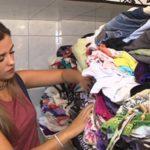 Ex-moradora de rua cria loja de roupas gratuita para sem-teto poderem escolher o que querem vestir