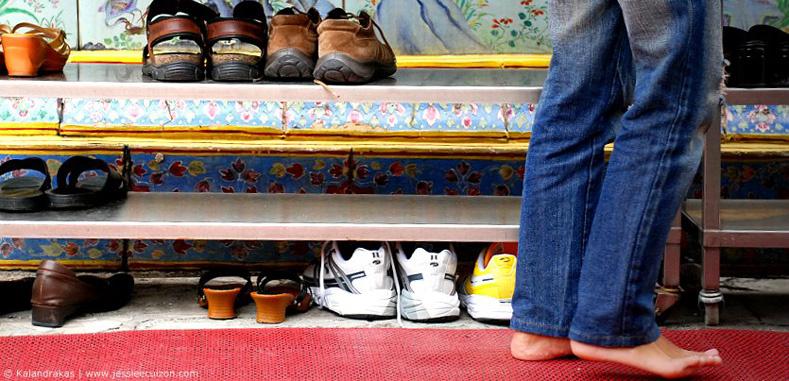 Por que todos deveriam tirar os sapatos antes de entrar em casa