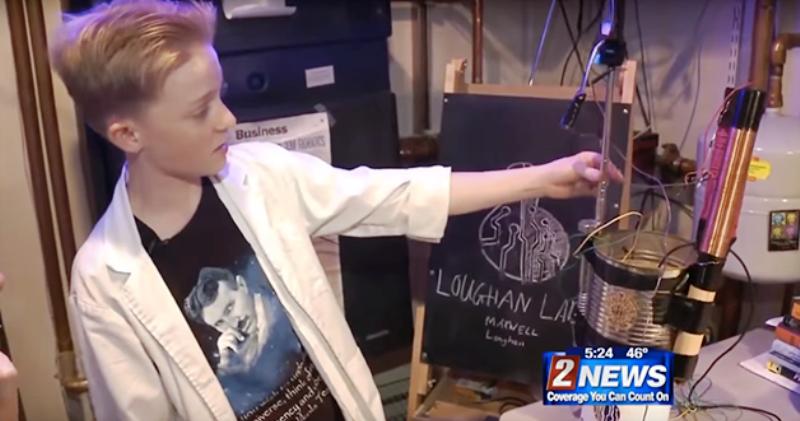 Menino de 13 anos cria engenhoca capaz de transformar energia eletromagnética em eletricidade