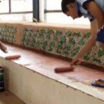 Falta de material que nada! Alunos de escola pública constroem arquibancada com 8 mil garrafas PET