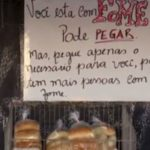 Mercadinho em Pernambuco tem prateleira com alimentos grátis para aqueles que têm fome