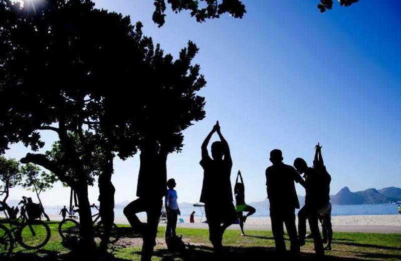 RJ promove encontros de meditação e almoços veganos para moradores em situação de rua