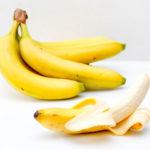Nada de jogar no lixo! 4 ótimos tratamentos para a pele que você pode fazer usando casca de banana