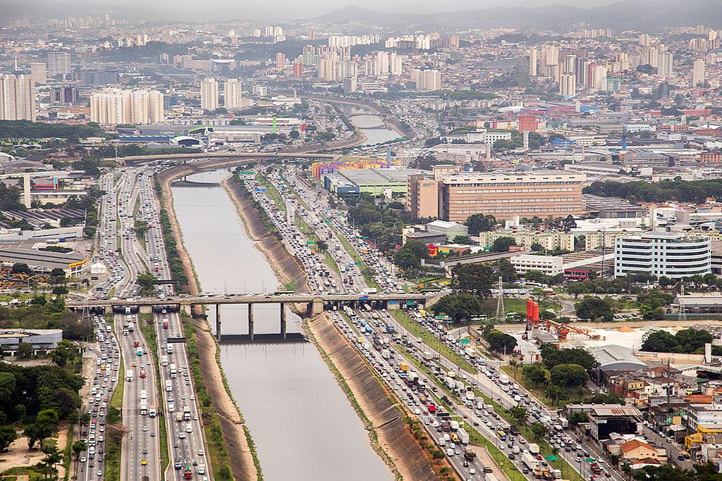 Governo investiu R$ 8,8 bi para limpar o rio Tietê. Então por que ele continua sujo?