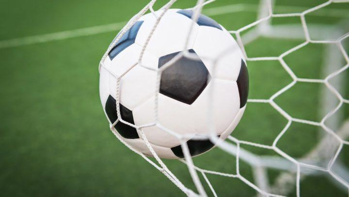 Futebol sustentável promove troca de garrafas PET por ingresso para uma partida