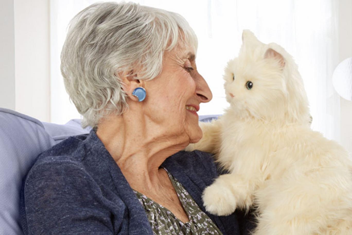 Robôs em formato de animais ajudam a tratar ansiedade e solidão em idosos que vivem em asilos