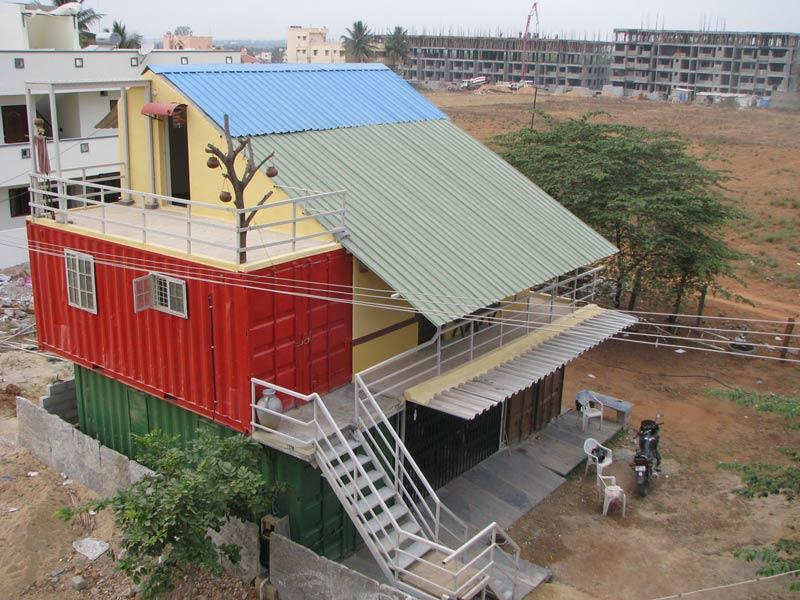 Indiano constrói casas-containers pela metade do preço das moradias convencionais