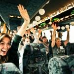 Ônibus do bem leva pessoas para voluntariado-surpresa