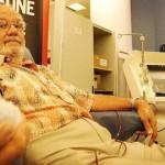 O homem que já salvou a vida de 2 milhões de crianças doando sangue