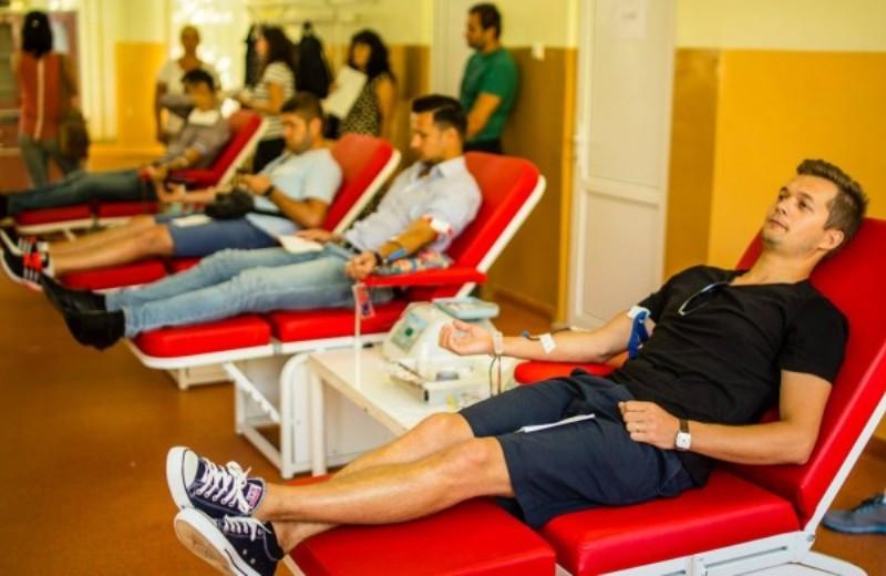 Em festival de música eletrônica, ingresso é doação de sangue