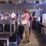 Estudantes dos EUA criam grupo de troca de materiais para evitar desperdício na universidade