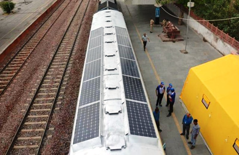 Na Índia, trens terão placas solares no teto para produzir energia