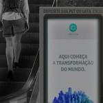 Máquina instalada no metrô oferece créditos para passagem em troca de recicláveis
