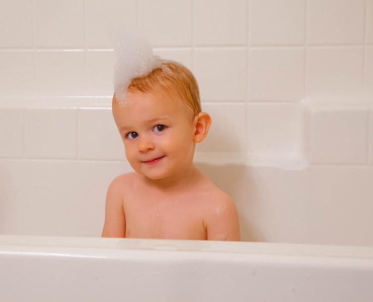 Veja o que acontece quando você troca o shampoo por solução natural para lavar o cabelo