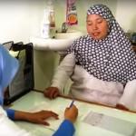 Na Indonésia, cidadãos podem trocar lixo por tratamento médico