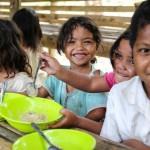Restaurantes diminuem porções dos pratos para doar comida a crianças com fome