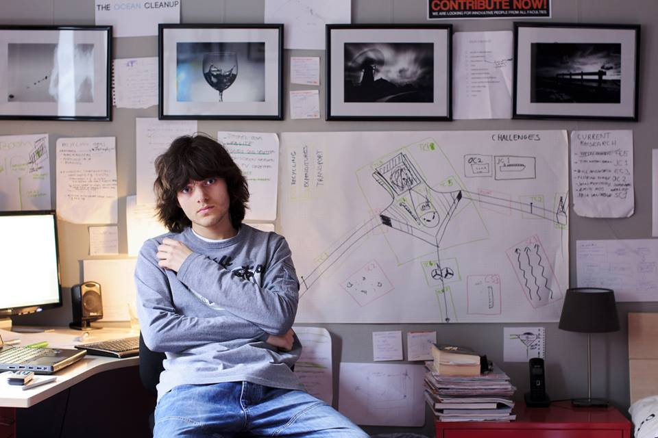 Jovem de 21 anos desenvolve tecnologia que promete recolher todo o plástico do Oceano Pacífico