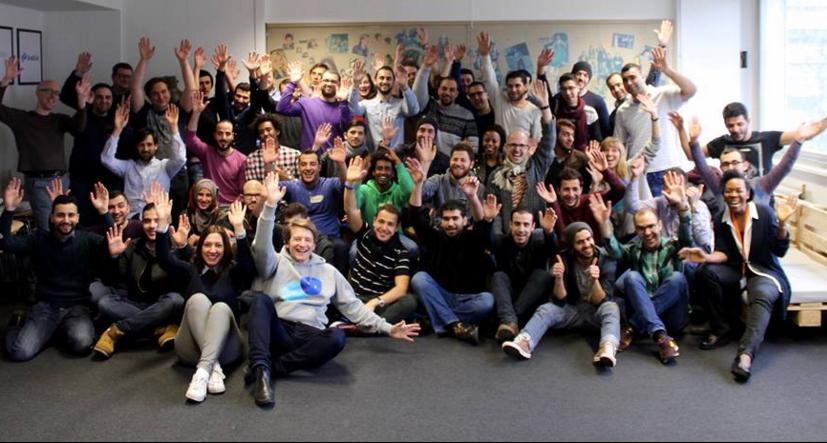 A escola de tecnologia que se dedica a ensinar programação para refugiados