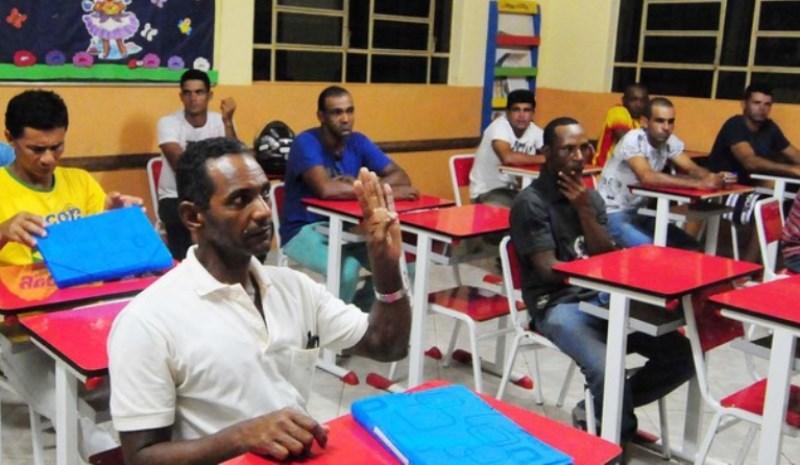 Penitenciária de Governador Valadares - Presos em regime semiaberto que estudam e trabalham