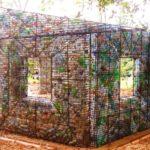 A ecovila onde todas as casas são construídas com garrafas PET