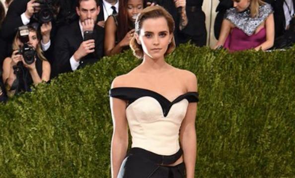 O (belíssimo!) vestido de plástico reciclado que Emma Watson usou no tapete vermelho