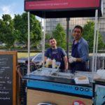 O buffet francês que só contrata refugiados para cozinhar pratos típicos de seus países