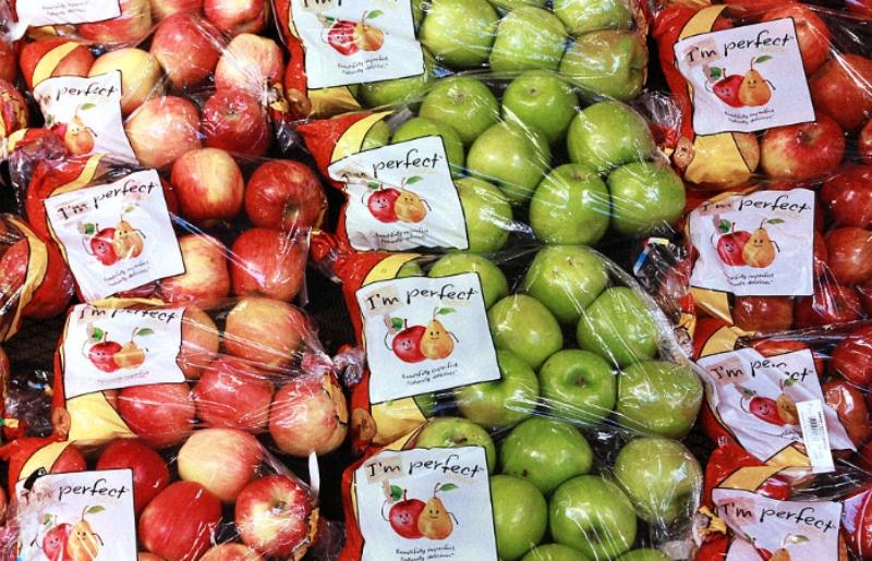 """Sem desperdício! Grande rede de supermercados começa a vender """"alimentos feios"""" com desconto"""