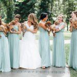 Para incentivar adoção, noiva troca buquê de flores por filhotes abandonados