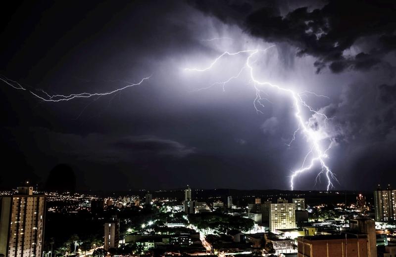 Aplicativo prevê com antecedência incidência de raios no Brasil para salvar vidas