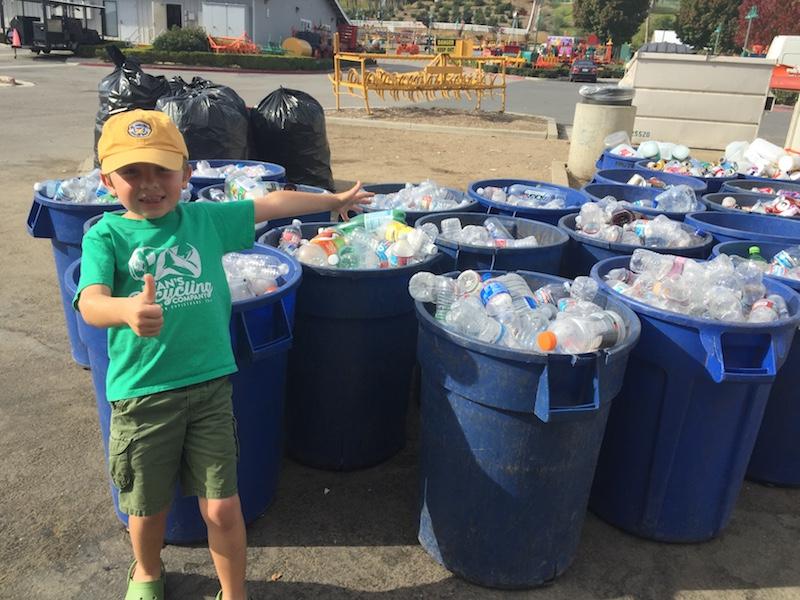 O menino de 7 anos que já ganhou US$ 10 mil com sua empresa de reciclagem (e doou boa parte para causas sociais)