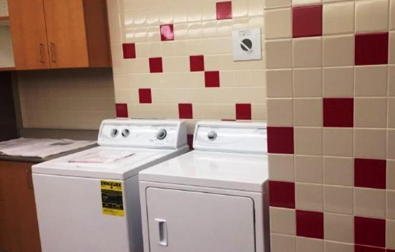 Escola pública instala máquinas de lavar e chuveiros para oferecer aos alunos sem-teto