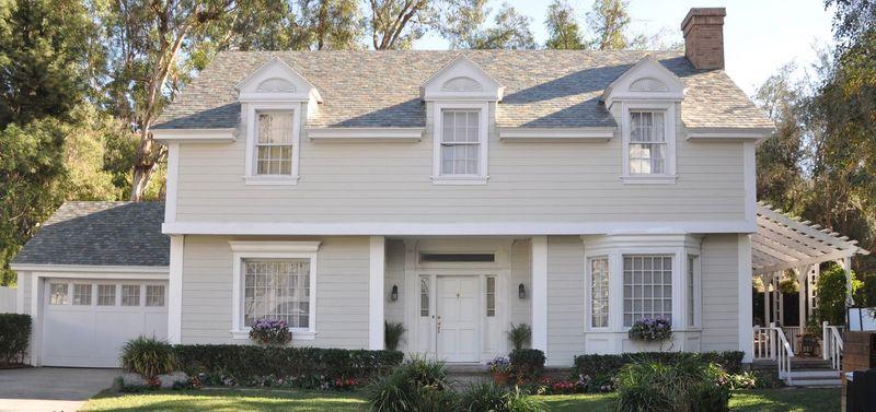 Tesla comercializa telhas que geram energia solar (e são mais baratas do que as telhas convencionais)