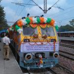 Com placas fotovoltaicas no teto, 1º trem que produz energia solar já funciona na Índia