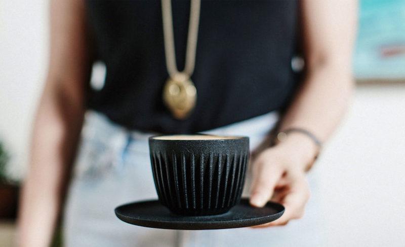 Conheça as xícaras feitas de restos de café
