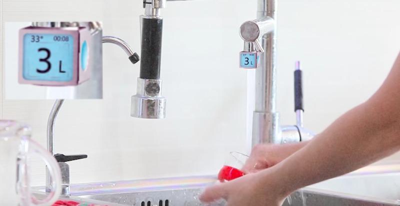 A torneira inteligente que mostra em tempo real a quantidade de água que você está usando