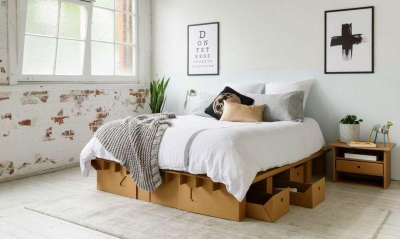 Os móveis leves, dobráveis e duráveis que são feitos de papelão reciclado