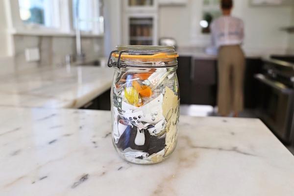 9 dicas para reduzir a quantidade de resíduos que você produz (dadas pela americana que gera 1 pote de lixo por ano)