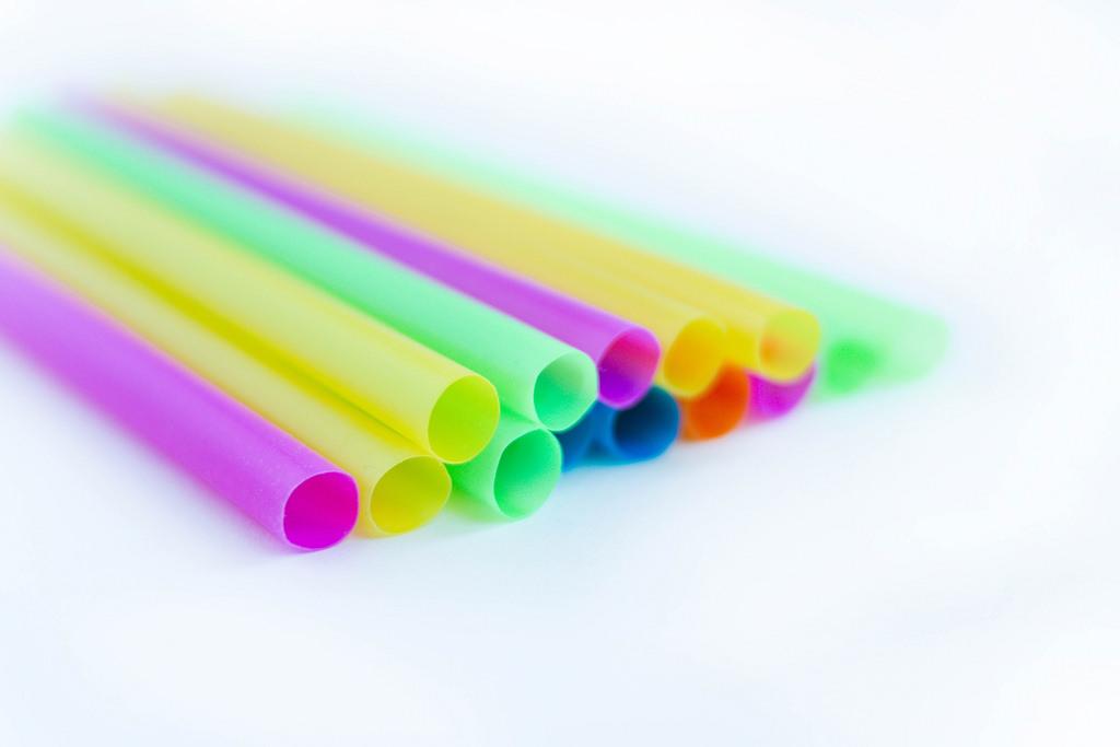 7 iniciativas que buscam diminuir o consumo de canudos plásticos descartáveis